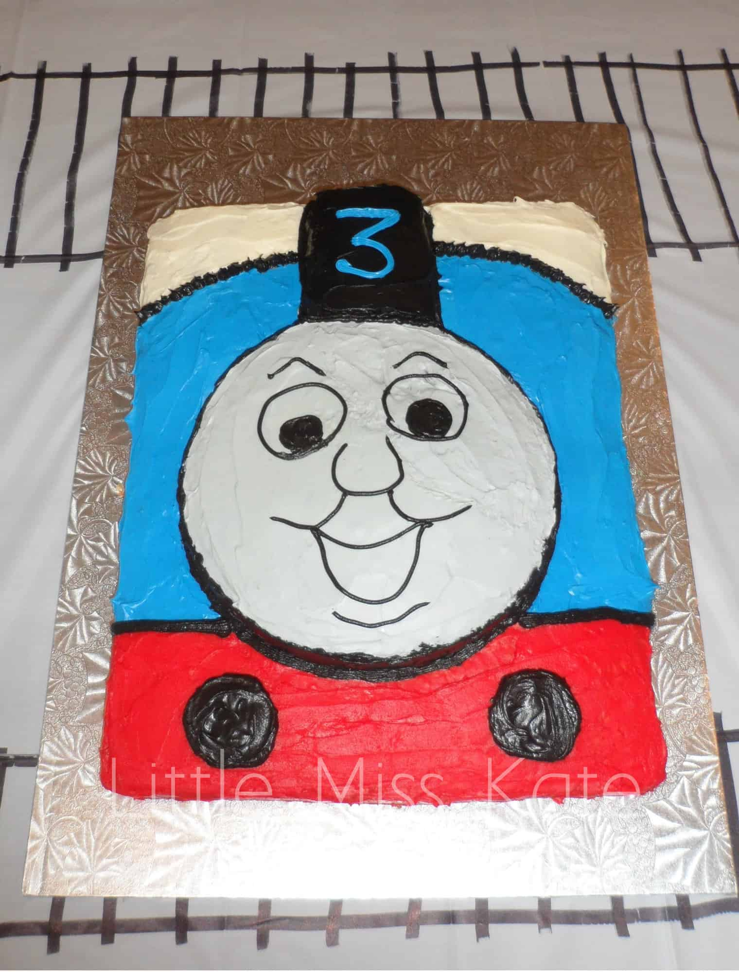 easy Thomas the train cake