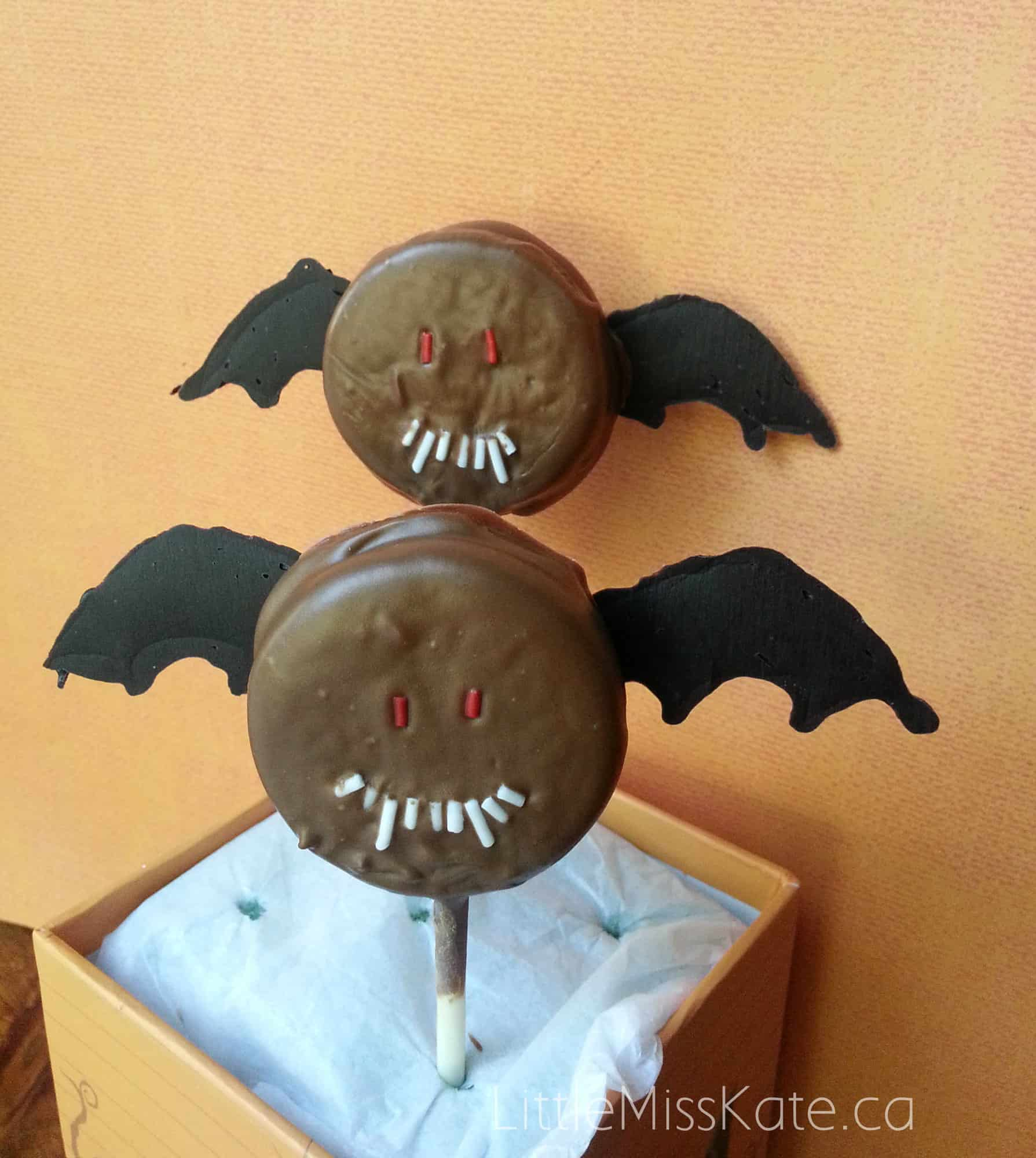 halloween treat idea bat oreo pops