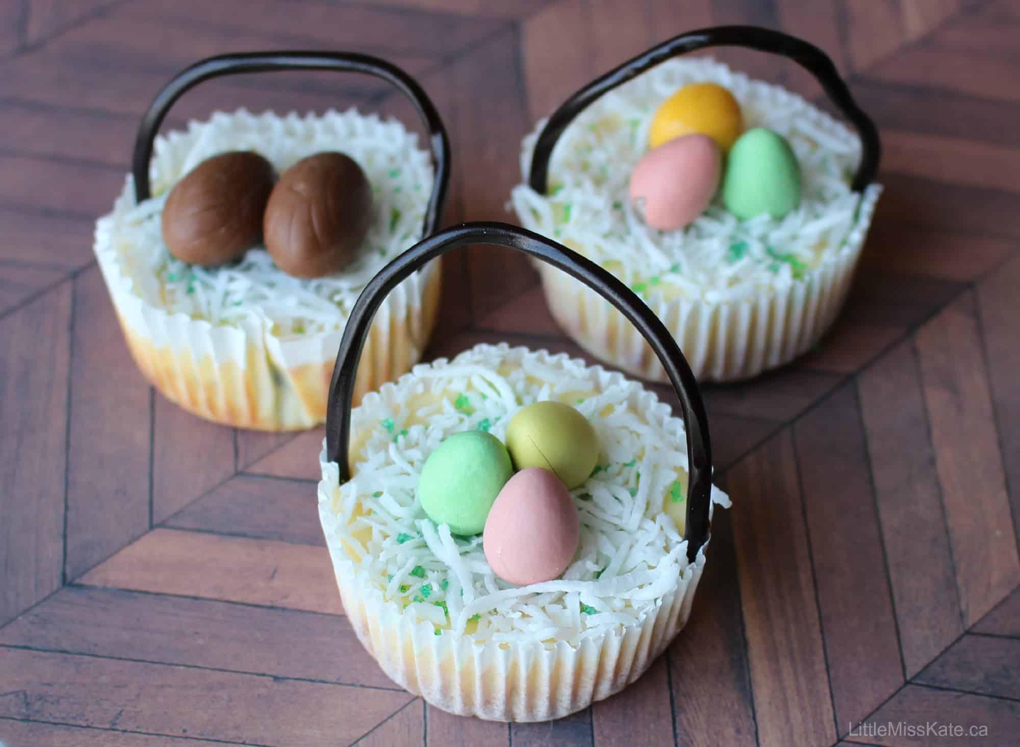 Mini Easter Basket Cheesecakes - Easter Dessert Idea via littlemisskate.ca