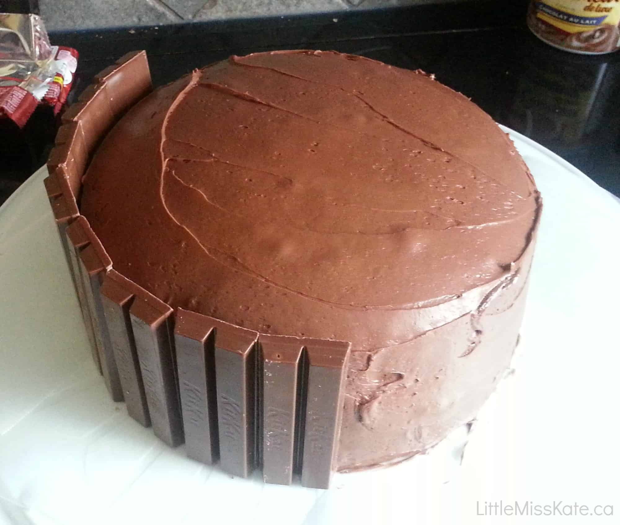 How to make a Kit Kat Cake - Easy cake decorating idea