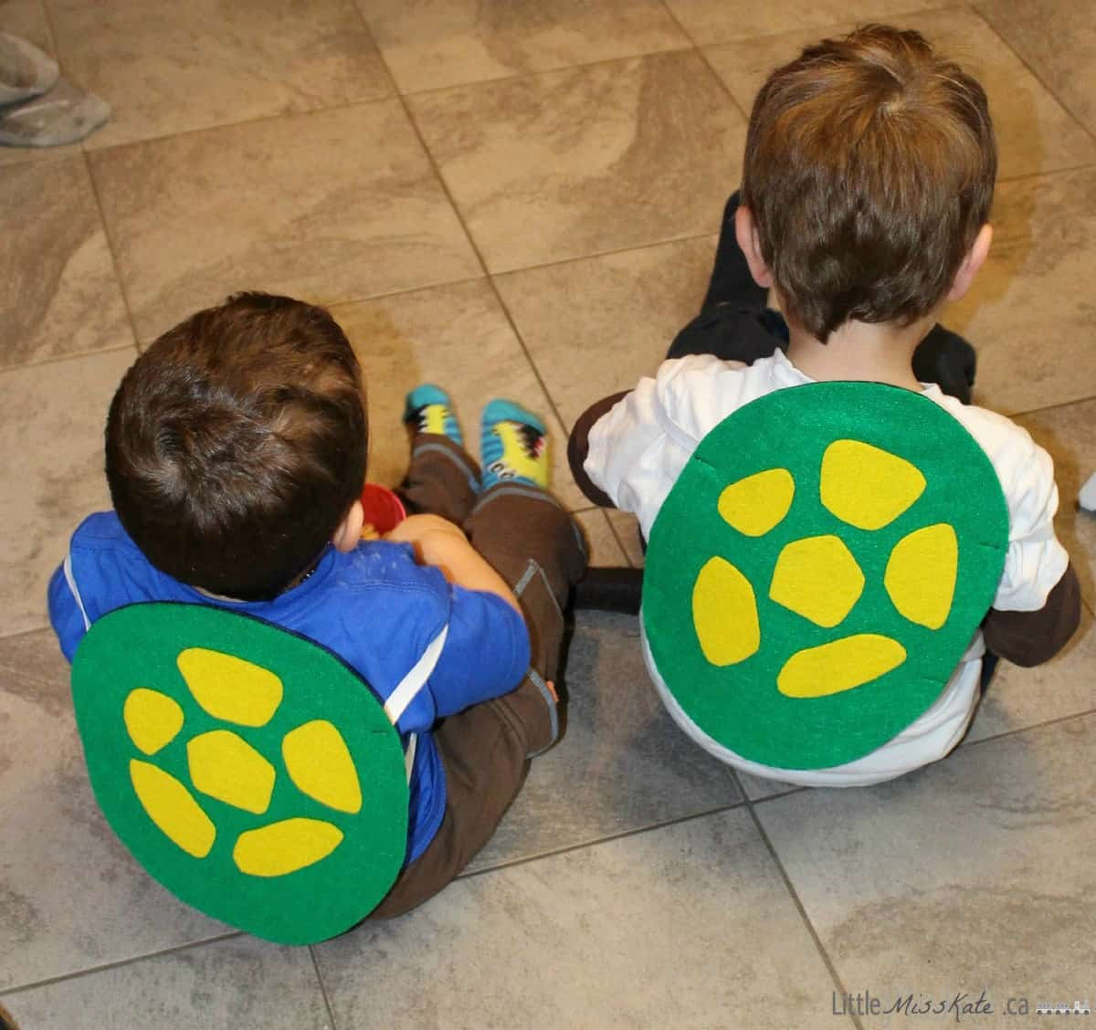 Diy teenage mutant ninja turtle shell costume with pattern little diy teenage mutant ninja turtle shell costume craft via littlemisskate solutioingenieria Image collections