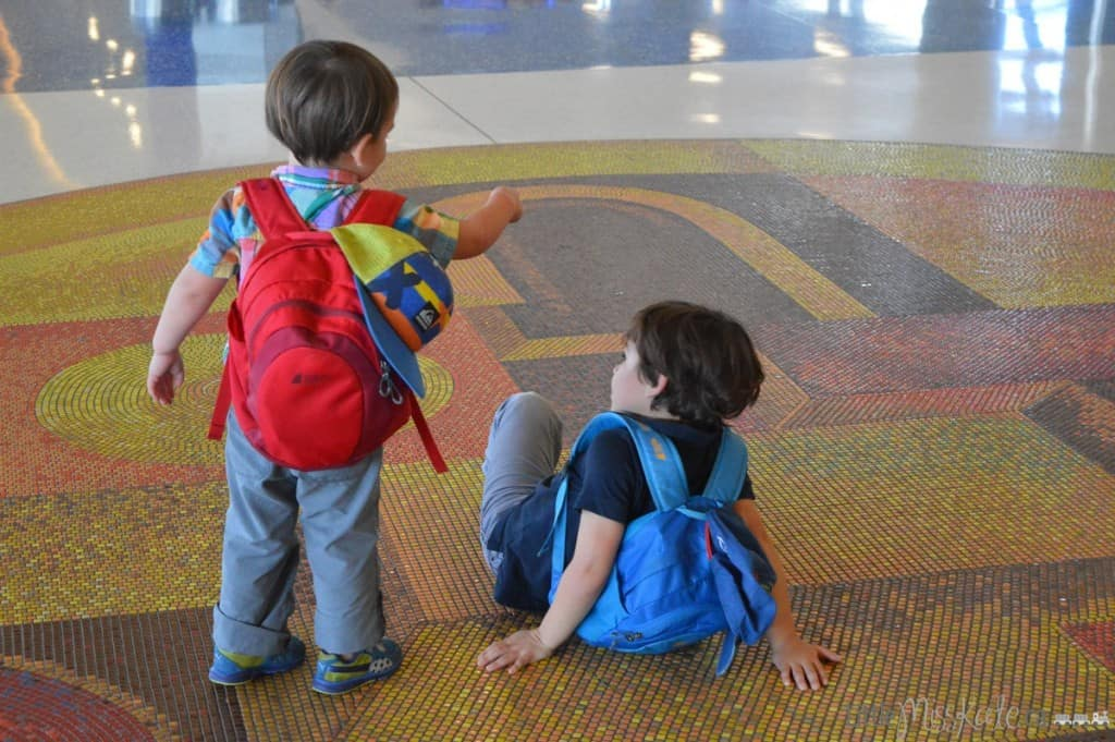 How to Deal With Unexpected Layovers While Traveling With Children