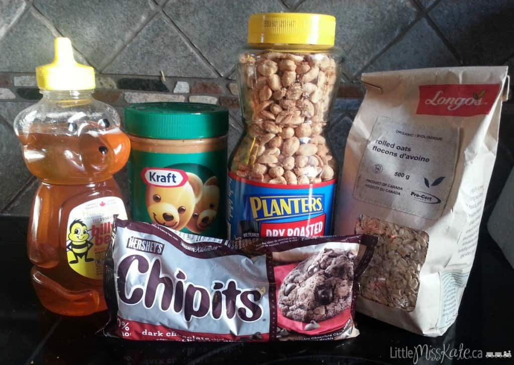 Chocolate and Peanut Butter Snack Bites Recipe ingredients