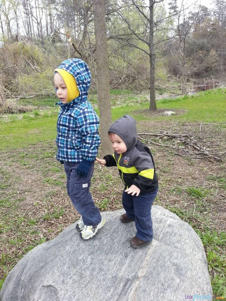 Easy-outdoor-play-ideas-01
