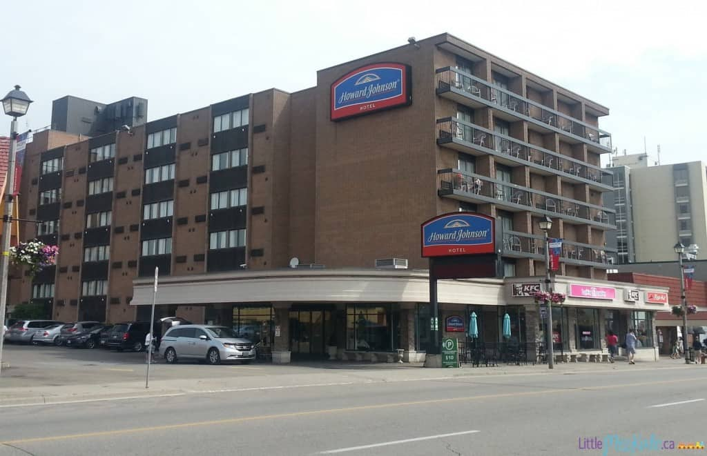 Howard-johnson-cheap-niagara-falls-hotel-review-12