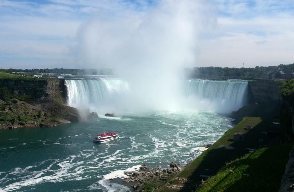 cheap-niagara-falls-canada-hotels