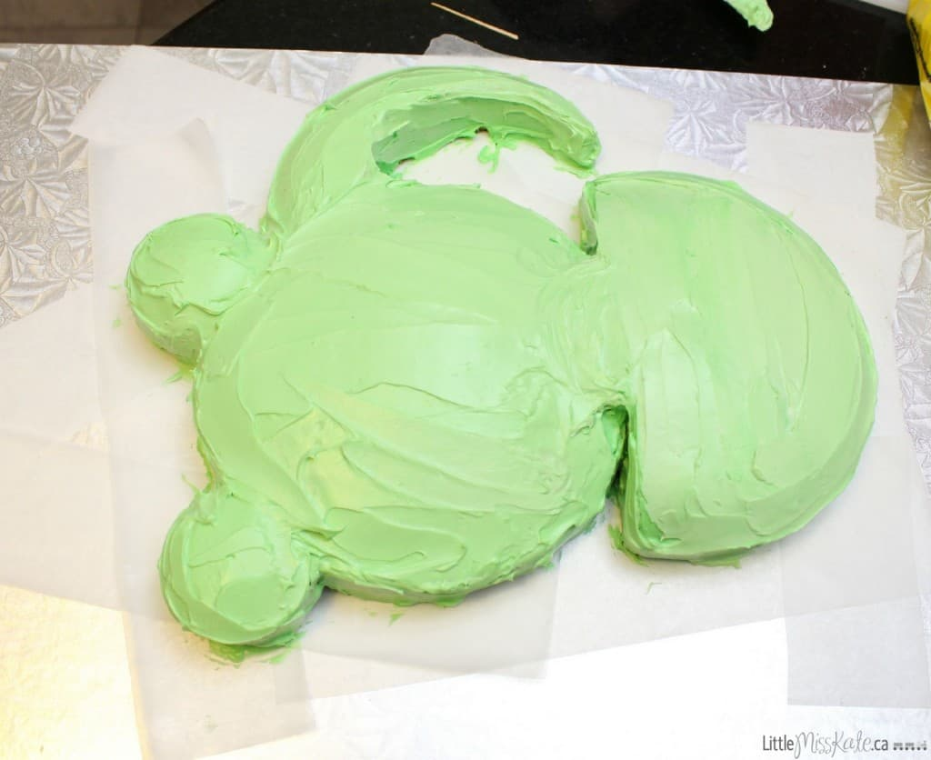 Easy triceratops dinosaur birthday cake for girls