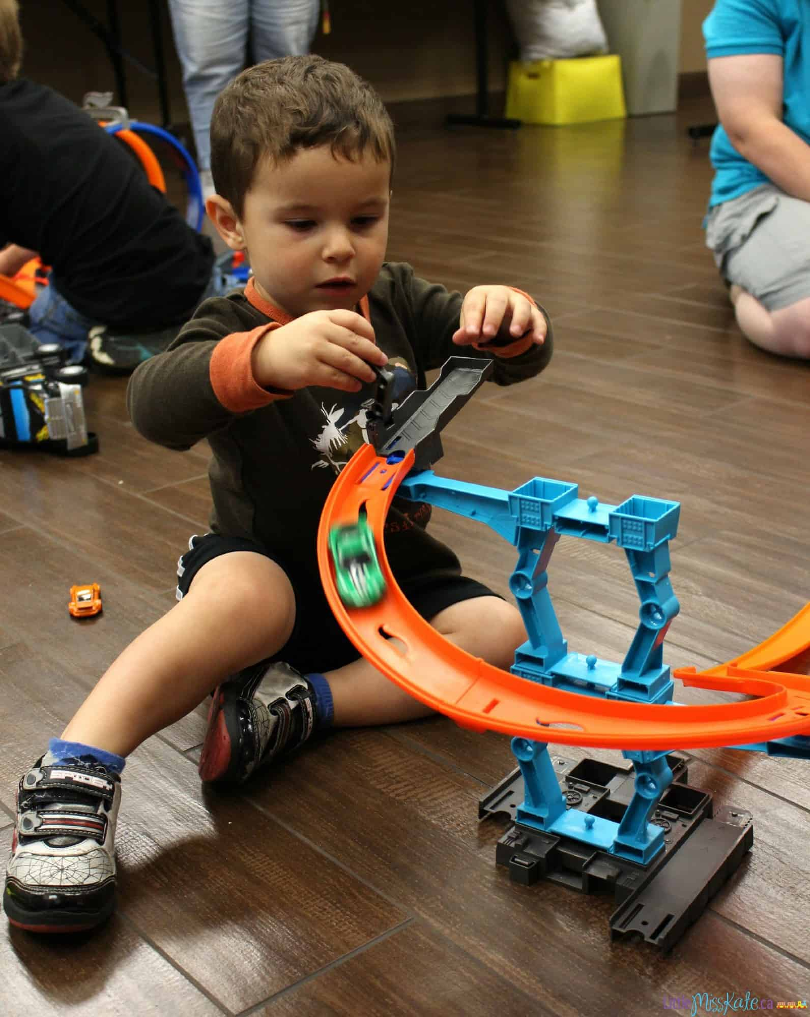 educational-games-with-hot-wheels-toy-cars-for-kids-06