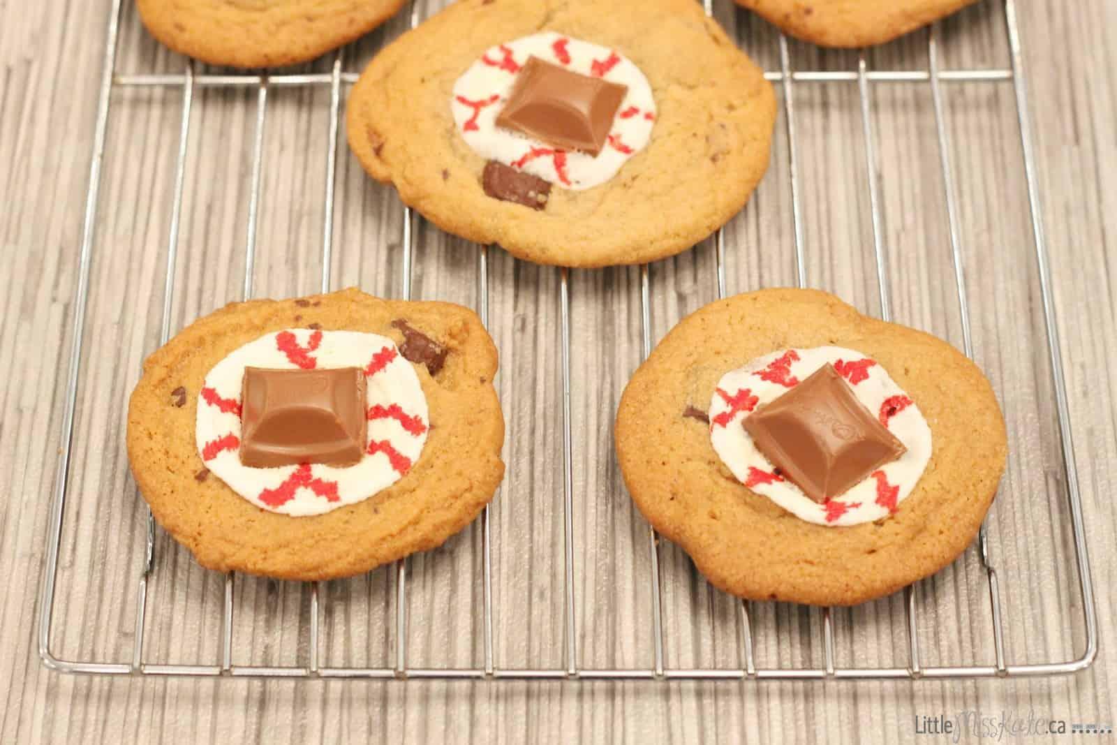 Halloween dessert recipe idea spooky gooey eye cookies