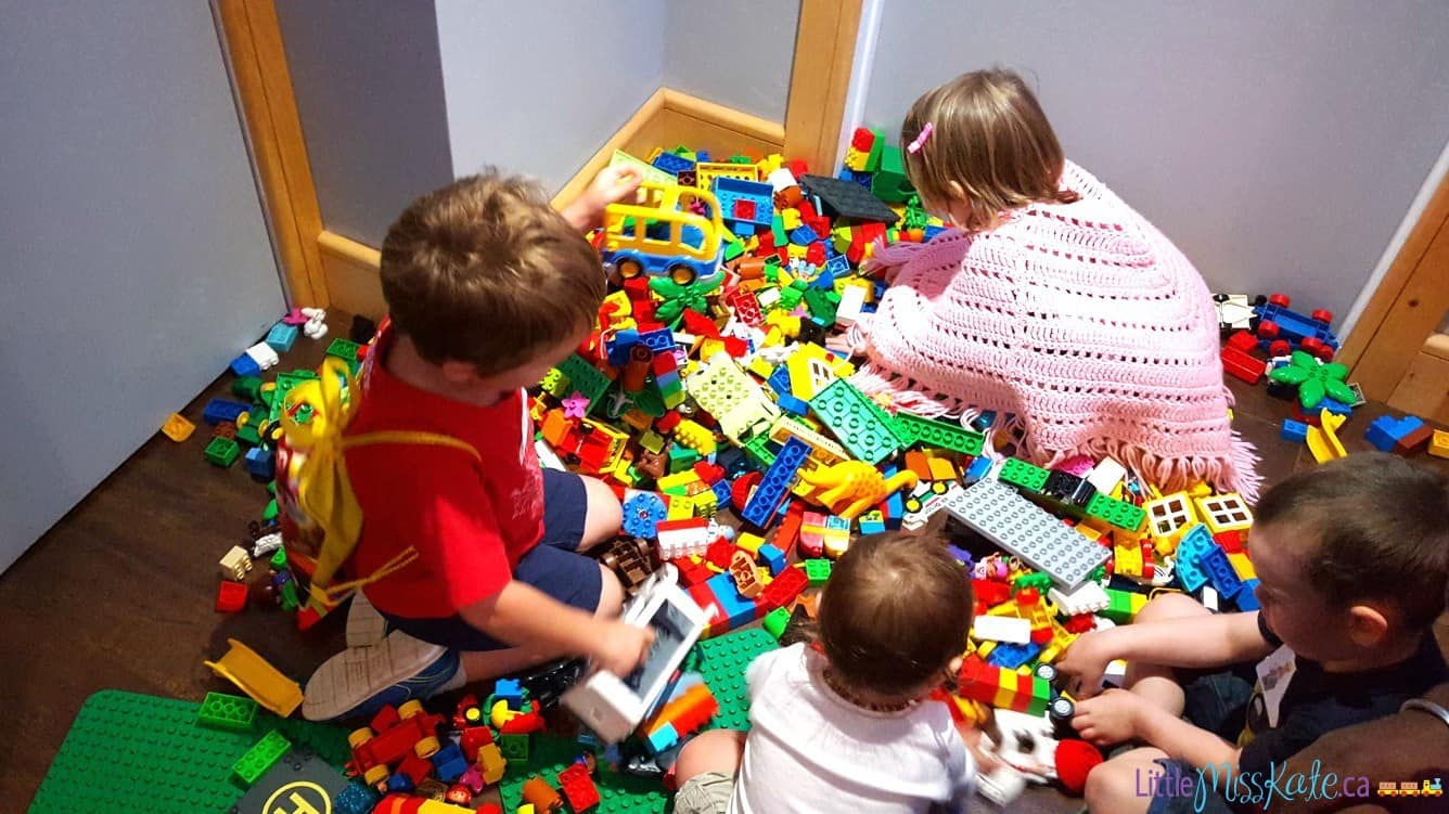 kids-n-bricks-lego-birthday-party-ideas--in-home-brithday-party-entertainment-01