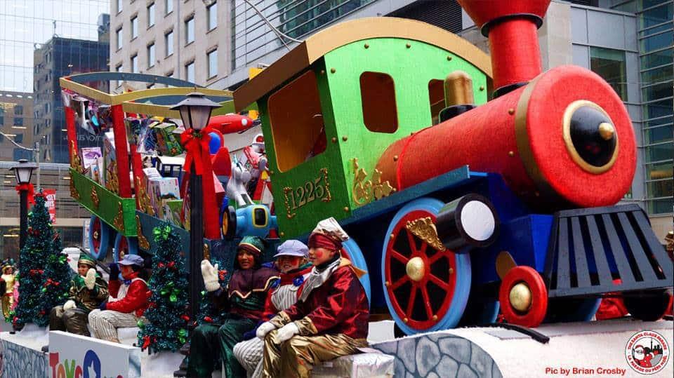 Toronto-santa-claus-parade-santa-float-3