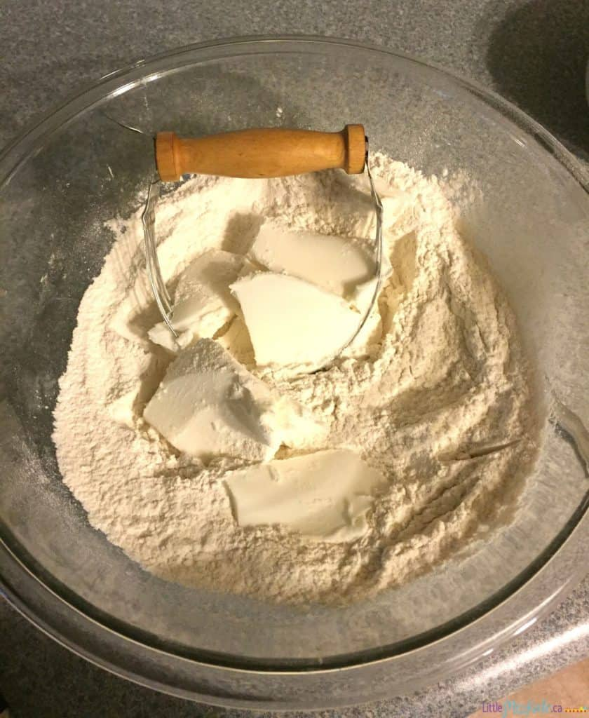 homemade pie crust recipe only 4 ingredients via littlemisskate.ca
