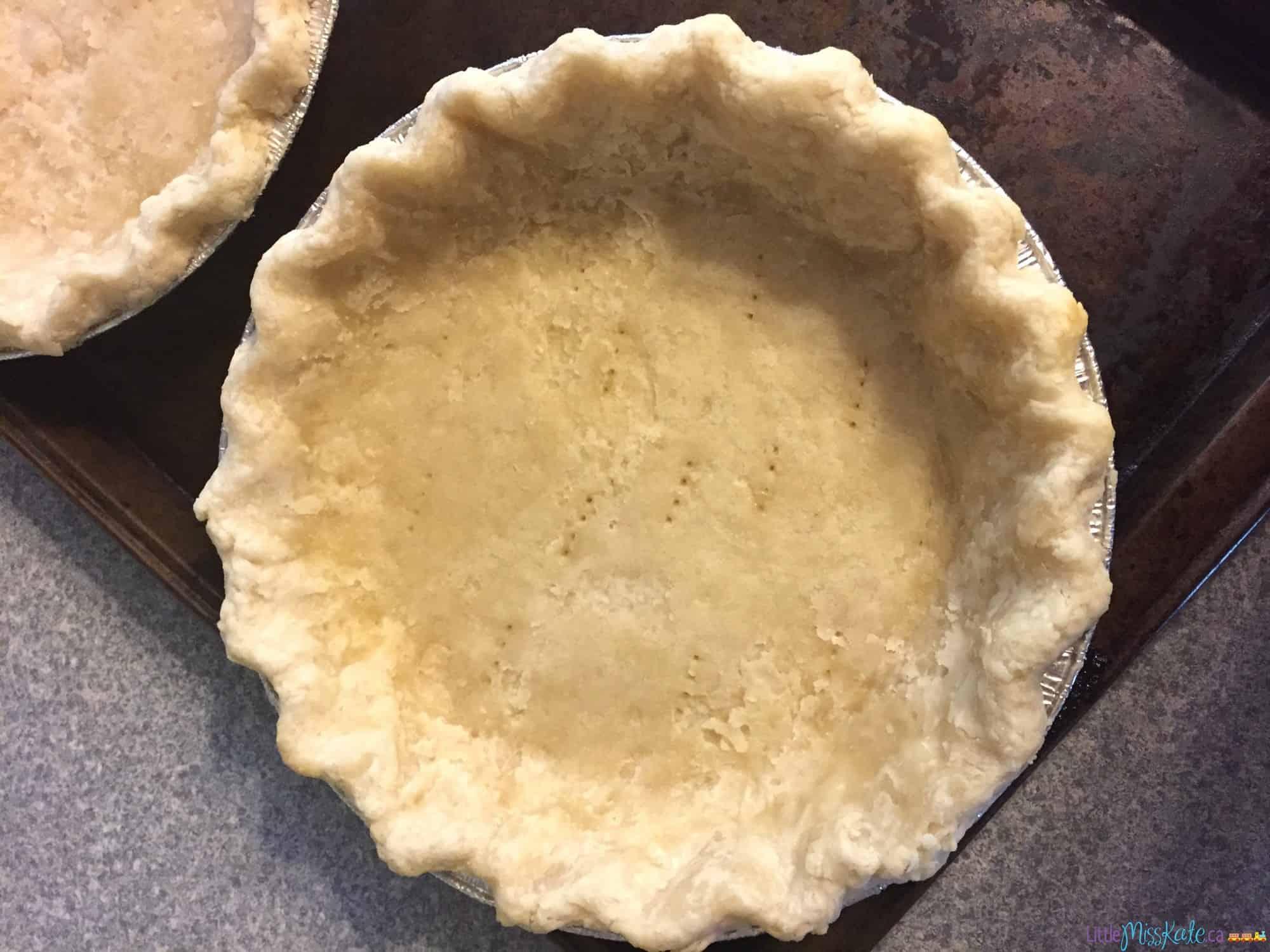 The Best Ever Homemade Pumpkin Pie Recipe with homemade pie crust via LittleMissKate.ca